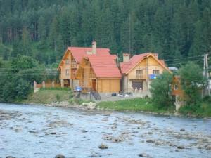 Река Прут 953 км. Именно в этих местах (Ивано-Франковская область) находится исток реки